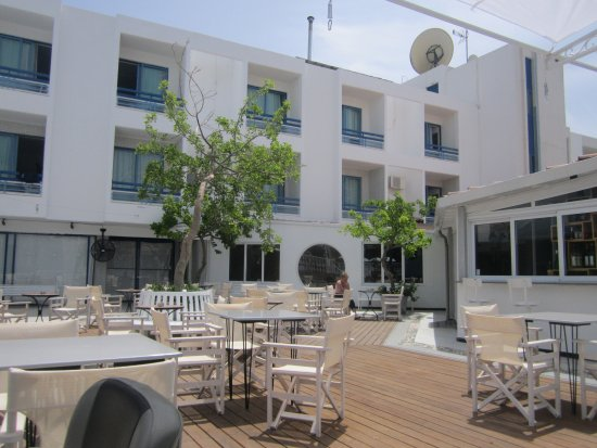 Nereus Hotel: Used to be swimming pool now outside dining for lunch