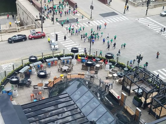 Renaissance Chicago Downtown Hotel: bar and lounge deck