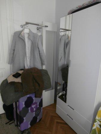 Petite Garde Robe porte-manteaux et petite garde-robe avec matériel de repassage