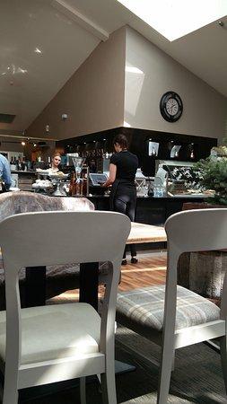 Cafe Circa at the Atrium: Fresh service area