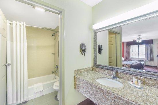 Rayville La Bathroom