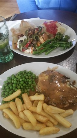 Prestwich, UK: Wexford Chicken and Filo Tulips