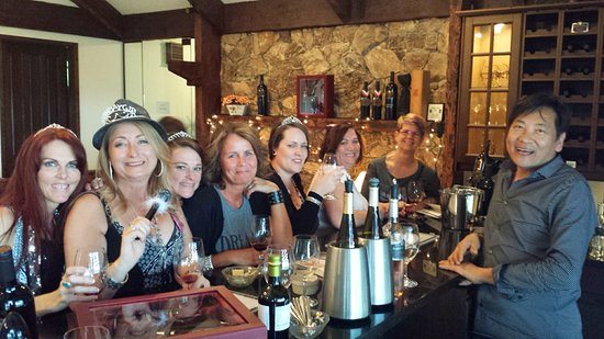 Langley City, Canadá: Ladies at the tasting bar
