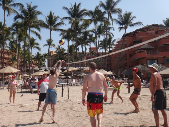 Villa del Mar Beach Resort & Spa Puerto Vallarta: Our boys played beach volleyball for hours everyday.