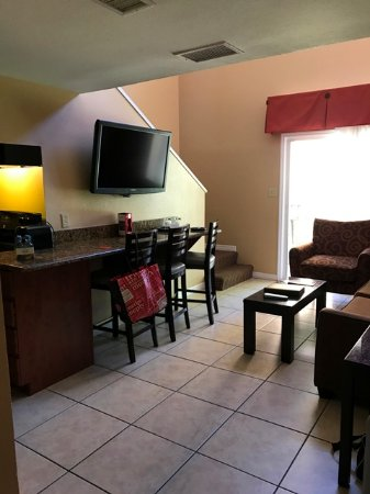 Best Western Premier Saratoga Resort Villas: 1st floor living area