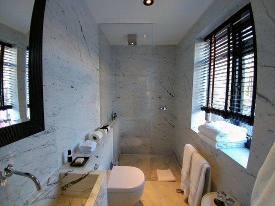 Blakes Hotel: 20170502_091404_large.jpg