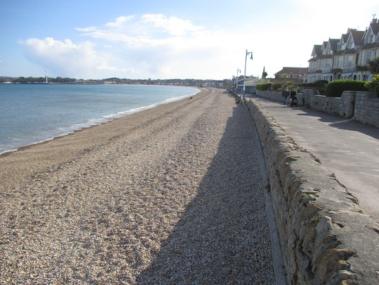 Premier Inn Weymouth Seafront Hotel: Great secluded beach