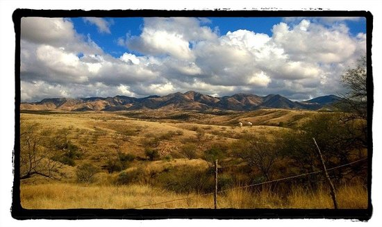 Nogales, Αριζόνα: The Patagonia Mountains as seen from the entrance to the Oak Bar Ranch
