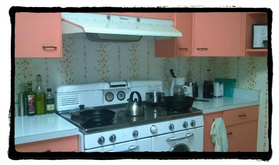"Nogales, Αριζόνα: ""The Cowboy Kitchen"" is a vintage 1950s and is avaiable for use by guests."