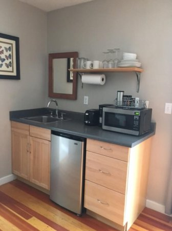 Willow Creek, Kalifornien: kitchenette - coffee, S&P paper towels, everything