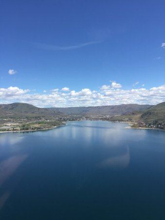 Manson, WA: Beautiful Lake Chelan from Lake Chelan Helicopter ride
