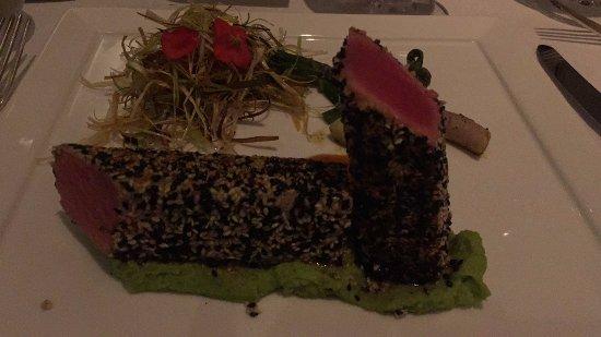 St. Tropez : Tuna fish with fava pure