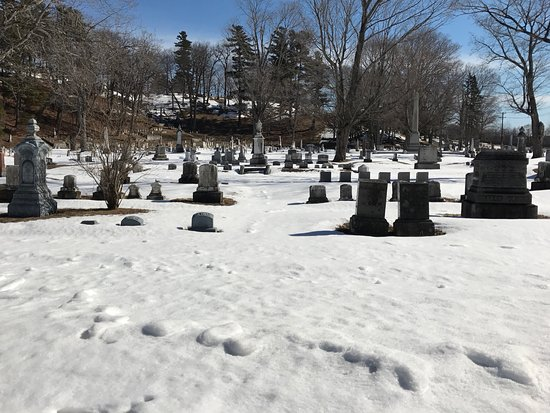 Mount Hope Garden Cemetery: Winter at Mount Hope Cemetery