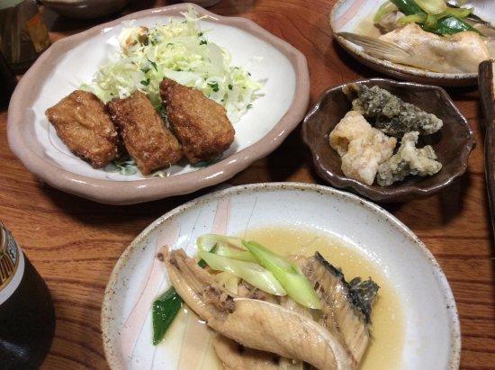 Minshuku Iruka Kan: アラ煮、すり身揚げ、平目の皮センベイ
