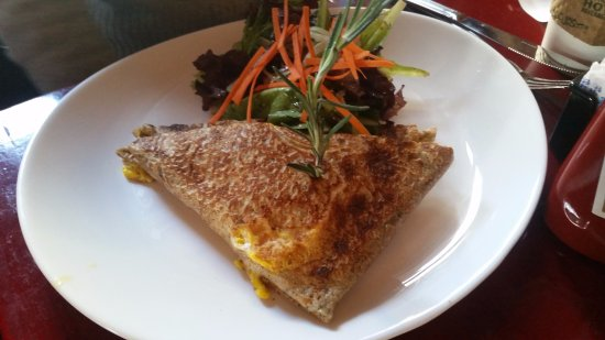 Cafe Henri: Mixte Jambon (ham and cheese savory crepe)