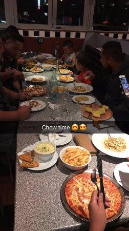 Henderson, New Zealand: DINNER IS SERVED