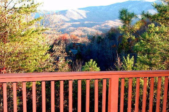 Honeymoon Hills Gatlinburg Cabin Rentals: Breathtaking Mountain views!