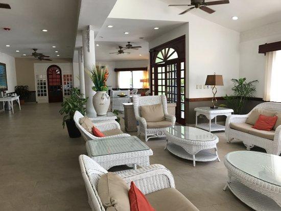 Best Western Plus Belize Biltmore Plaza: Hotel lobby area
