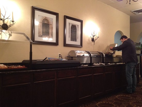 Holiday Inn Fond Du Lac: Pet friendly with easy walking areas. Good restaurant. Would stay here again.