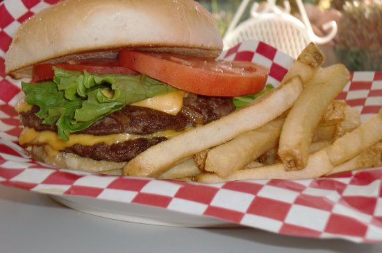 Tracy, Californië: The Juicy Lucy... double meat, double cheese..or go over the moon and add bacon & avocado