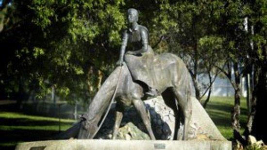 Gunnedah, Australia: Explore the Maas Walk and visit the Dorothea Mackellar Memorial Statue, erected in 1983