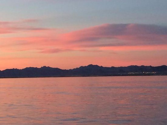 Sunset Charter & Tour Co: Just a glimpse of the sunset.