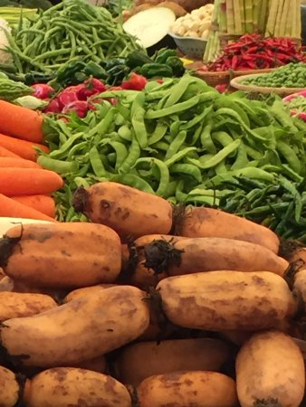 Yangshuo Cooking School: A range of vegetables at the market