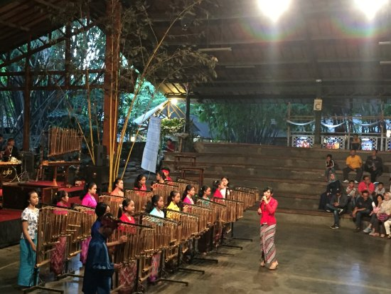 Saung Angklung Udjo: Angklung Orchestra