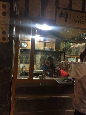 Saung Angklung Udjo: Ticket counter