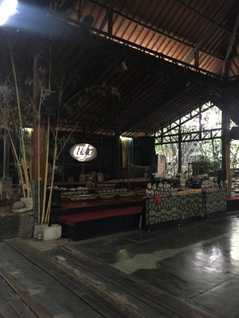 Saung Angklung Udjo: Shop