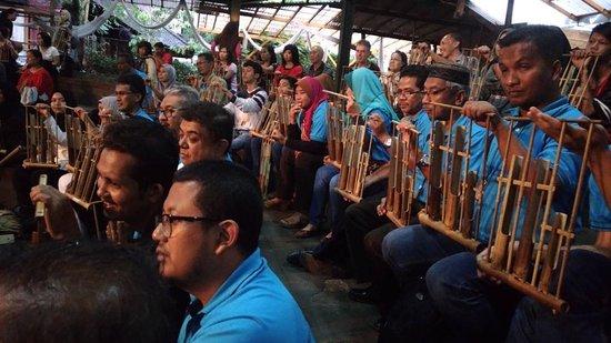 Saung Angklung Udjo: All spactators with Angklung