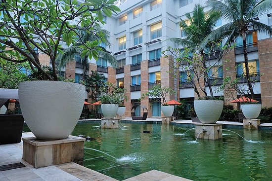 Fish pond picture of novotel jakarta mangga dua square for Square fish pond