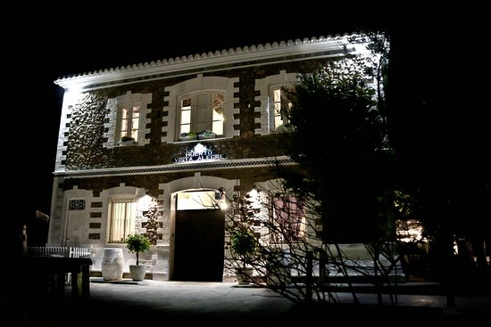 Betera, Spain: Fachada Masia Vistalegre de noche