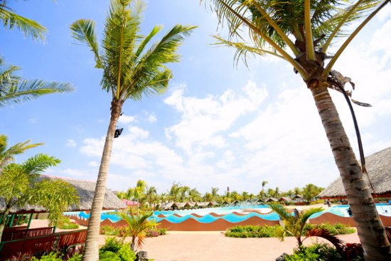 Moonbay Marina Waterpark: Largest wavepool in Zambales