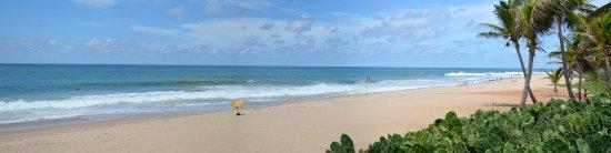 Catussaba Resort Hotel : Vista da praia na piscina.