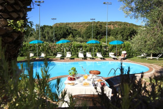 Alghero Resort Country Hotel: our pool view from breakfast terrace