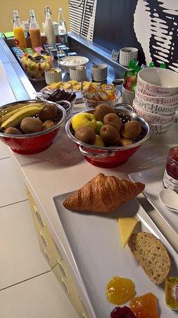 Mulsanne, France: breakfast