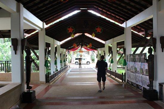 Angkor Palace Resort & Spa: Main entrance