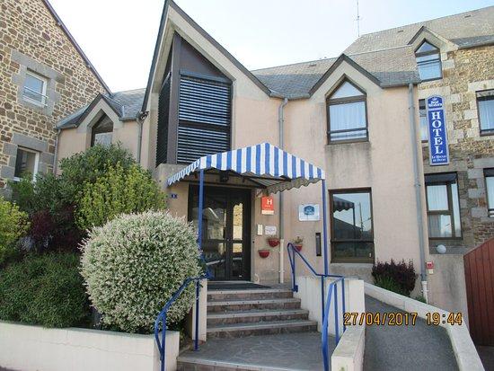 Ducey, Francia: Entrée de l'hôtel et du restaurant