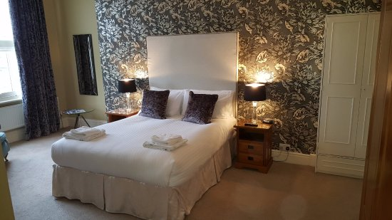 Carlton House: Large and luxurious double en suite.