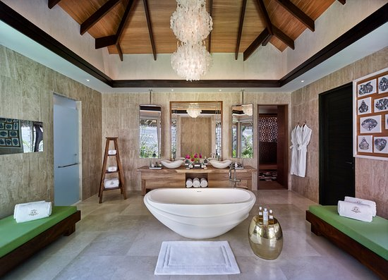 Jumeirah Vittaveli : Royal Residence The Sanctuary Bathroom