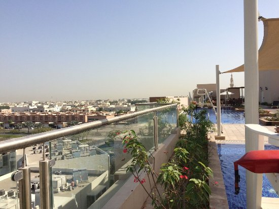 Blick vom pool picture of metropolitan hotel dubai for Tripadvisor dubai hotels