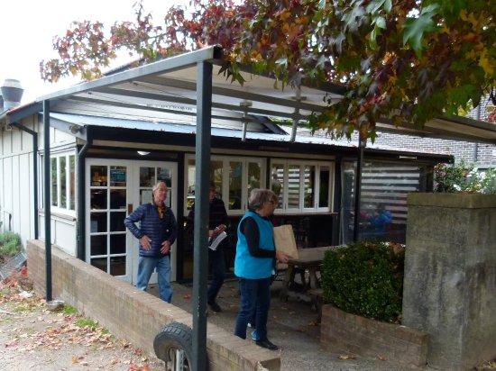 Blackheath, Australia: The front of the place looks quite friendly.