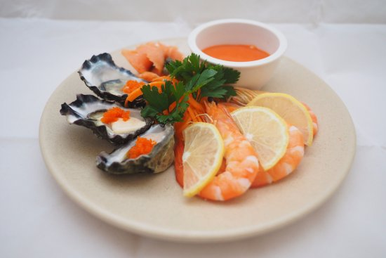 Cardiff, Australien: Enjoy a great variety of seafood and our popular new Sushi Bar!