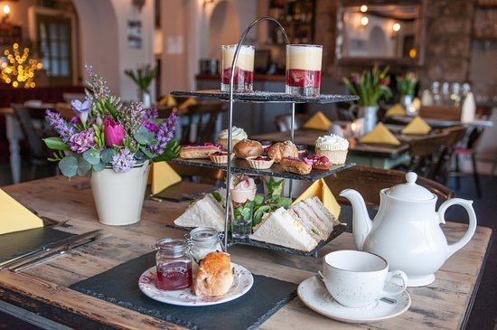 Butterflies Bar & Kitchen: Afternoon tea in The Cwtch