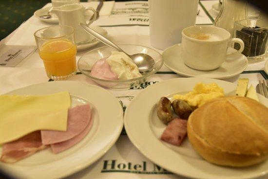 Hotel Monopol: 朝食バイキングは美味でした。
