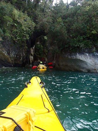 Kaiteriteri, New Zealand: Kayaking along gorgeous coatline