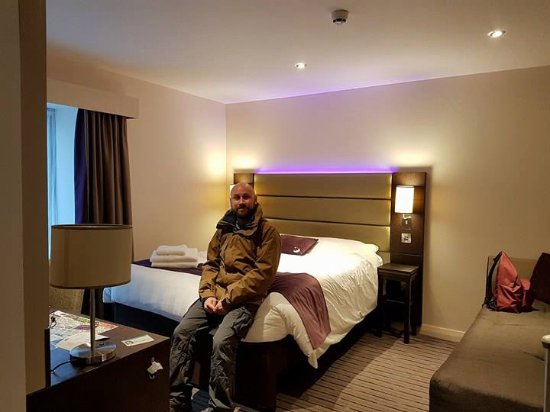 Chambre lit double pour 2 pers avec salle de bain for Chambre 9m2 lit double