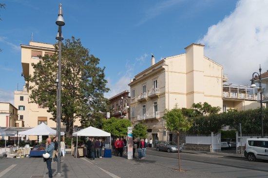 Corso Italia Suites: Das Gebäude rechts: Corso Italia 39