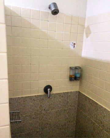 Lamai Wanta: Номер 807, 2 этаж: большая кровать, 4 подушки + 2 для декора, зайце-полотенца, холодильник, ТВ и